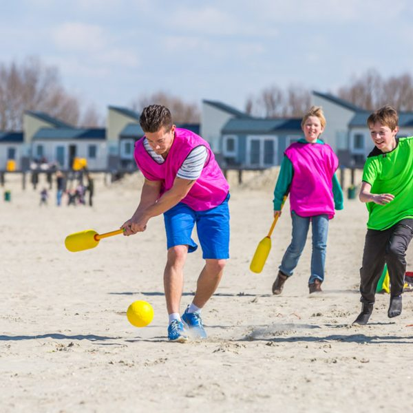 Groepsuitje beach game